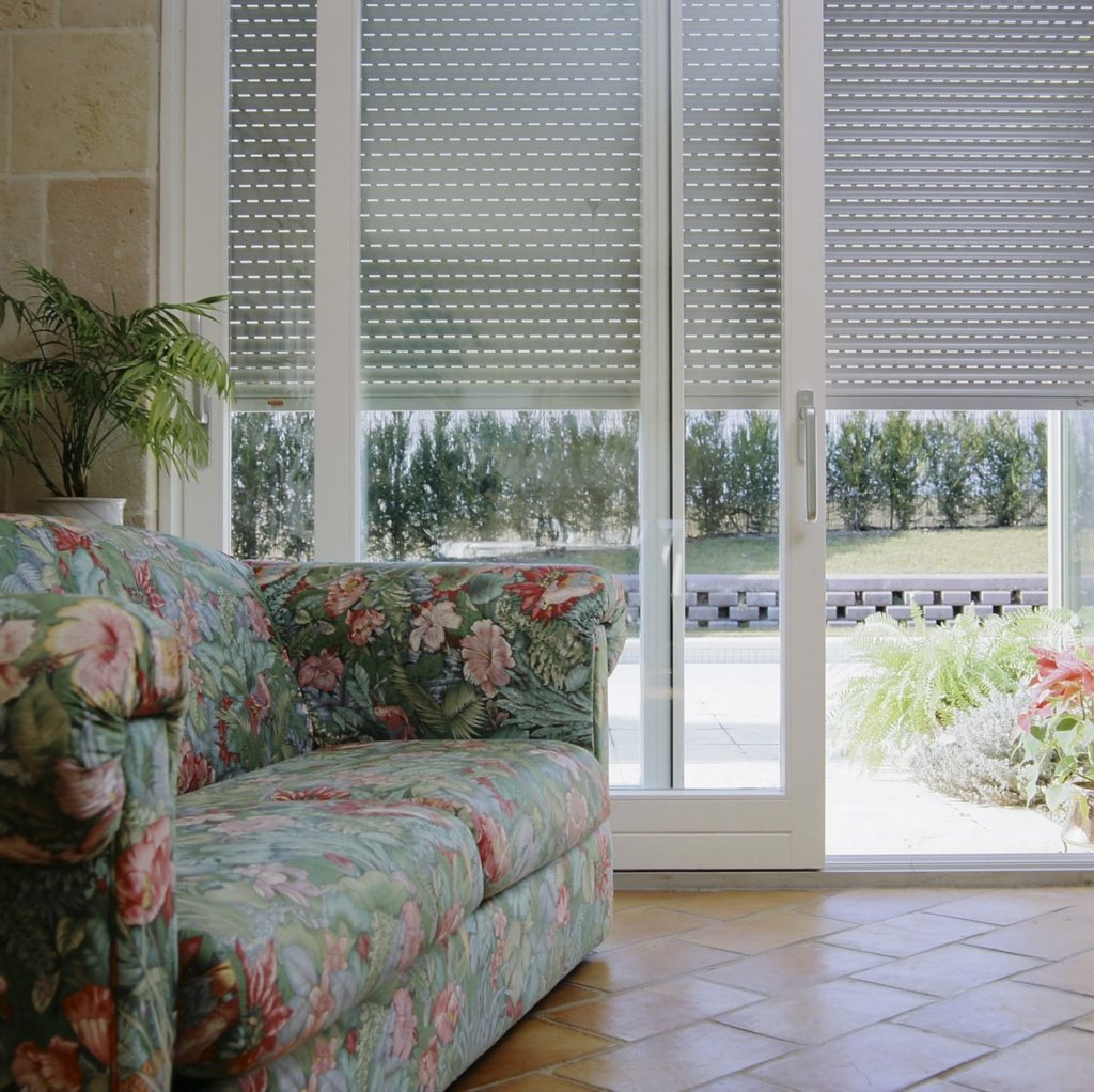 volet roulant domotique. Black Bedroom Furniture Sets. Home Design Ideas