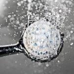 consommer moins d'eau dans ma douche