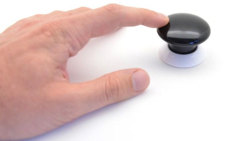 bouton connecté à une porte d'entrée de cabinet de consultation