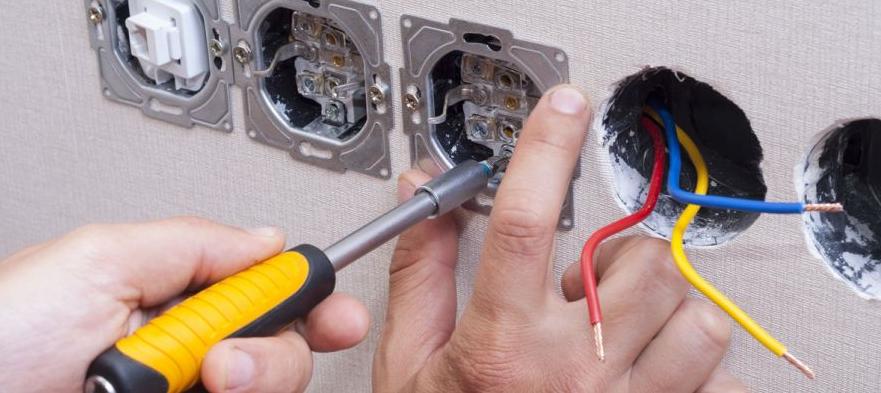 électricien installateur d'équipements pour télétravail sur Lyon et Auvergne Rhône Alpes